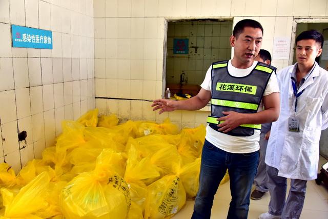 贵州某企业的废物存放点。摄影/章轲
