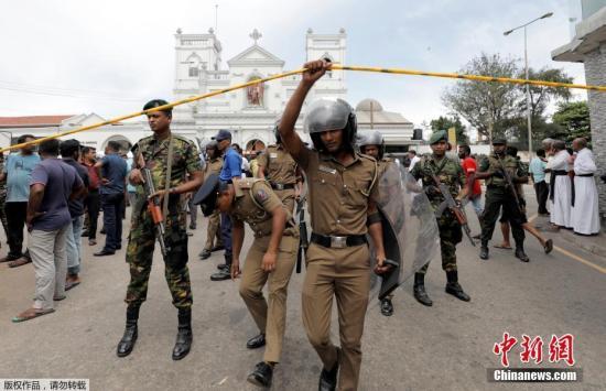 警方21日表示,斯里兰卡首都科伦坡内外的三座教堂和三家酒店发生爆炸。目前还不清楚爆炸的性质。尚无任何组织或个人宣称对爆炸负责。