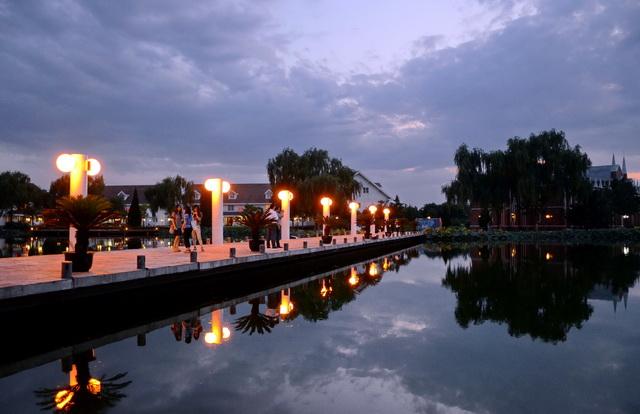 北京顺义区农村夜景。摄影/章轲