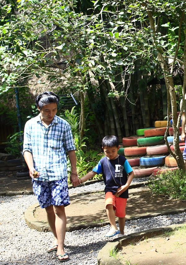 修筑师彭金亮与儿子