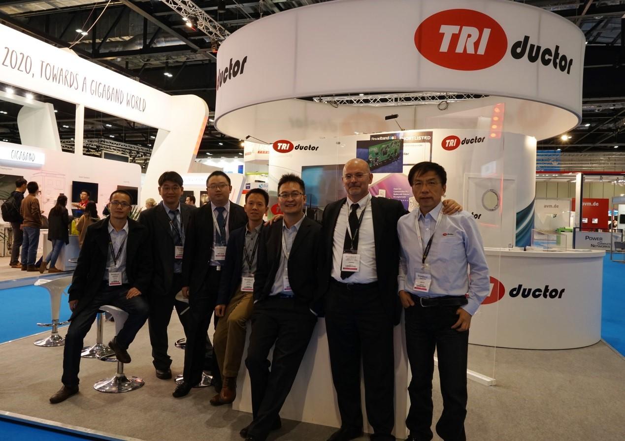 谭耀龙与销售团队在伦敦,2015年