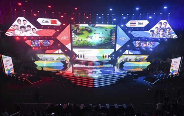 2018年8月,亚运会电竞项目《王者荣耀国际版(AOV)》,中国对阵泰国。新华社图