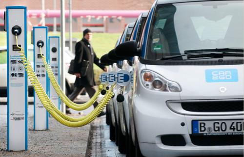 截至2018年12月,德国注册电动汽车的数量只有不到20万辆。