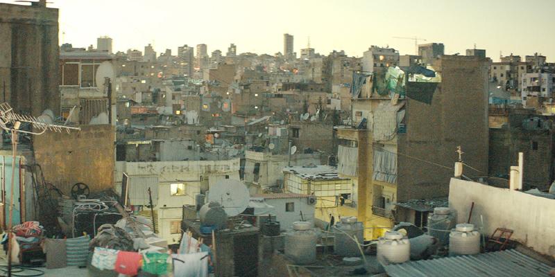 为了真实生动地反映黎巴嫩的社会现状,导演拉巴基曾花费三年时间在黎巴嫩进行社会体验和街头调查。