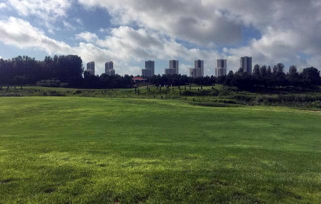 2018年8月21日,龙口东海高尔夫球场仍在营业。资料来源:中央环保督察组