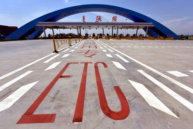 ETC的推广应用全覆盖是能否顺利实现取消高速公路省界收费站目标的关键因素。摄影/章轲