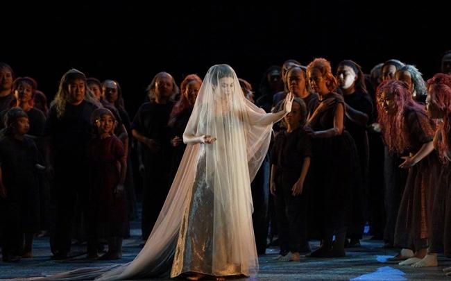 文德斯执导的歌剧《采珠人》5月15日在国家大剧院首演。供图/国家大剧院