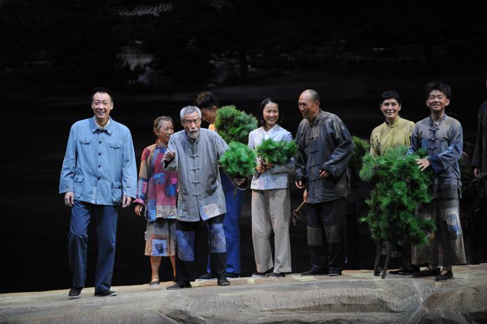 话剧《谷文昌》的演职人员先后八次去福建省东山县创作采风,一起寻找谷文昌做事、生活的足迹。  摄影/曹志钢