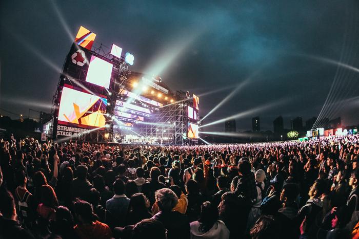 作为中国头部音乐节的掌舵者,音乐节曾占摩登天空总收入的60%~70%。但这家公司一直在调整策略,现场音乐的比重不断下降,今年音乐节仅占其总营收的30%左右。 图片来源:摩登天空、PH7 摄影团队