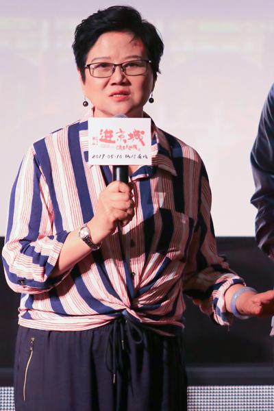 电影《进京城》拍摄前,胡玫做了大量案头工作,走访了安徽安庆、黄山等市郊,与非物质文化遗产传人交流,花了很长时间钻研戏曲知识。 东方IC图