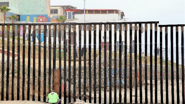 位于美墨边境的围墙