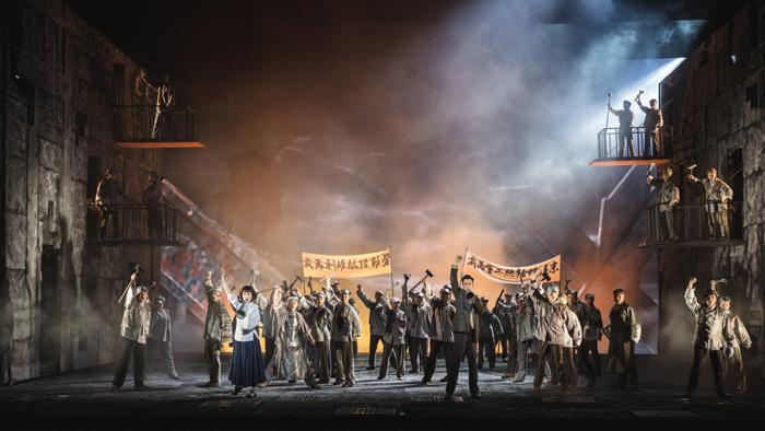 民族歌剧《英·雄》以中国共产党第一位女党员缪伯英和外子何孟雄为原型创作。  摄影/舞蹈中国-刘海栋