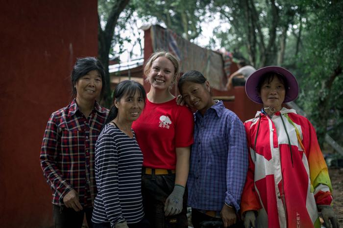 经过几十天的合作,学生们和当地村民成了朋友