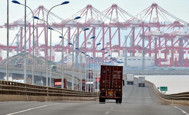 船舶限排对上海组合港港城空气改善显著。摄影/章轲