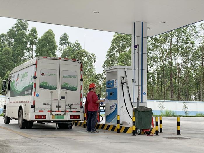 位于佛山丹灶镇的南海瑞晖加氢站是中国首座商业化加氢站,于2014年立项建设。  摄影/林春挺