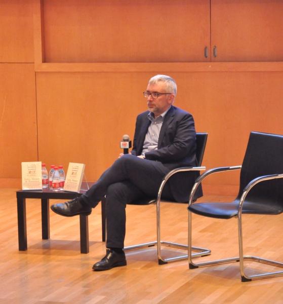 法布里奇奥·齐利博蒂(Fabrizio Zilibotti), 美国耶鲁大学经济学教授,清华大学访问学者,世界计量经济学会、欧洲经济协会成员,美国国家经济研究局经济波动项目组联合主任。
