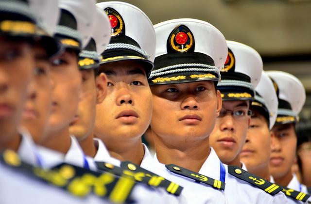 我国船员数量位居全球第一,外派规模居全球第二,是世界第一海员大国。图为此前参加海员技能大比武的海员们。摄影/章轲