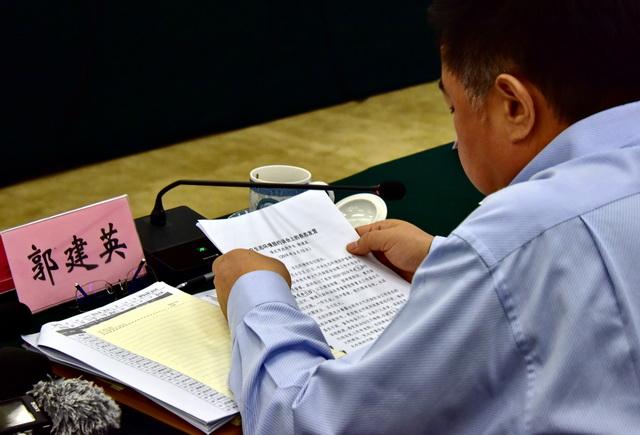 6月13日,河北省保定市市长郭建英在。约谈会上第一个说话。摄影/章轲