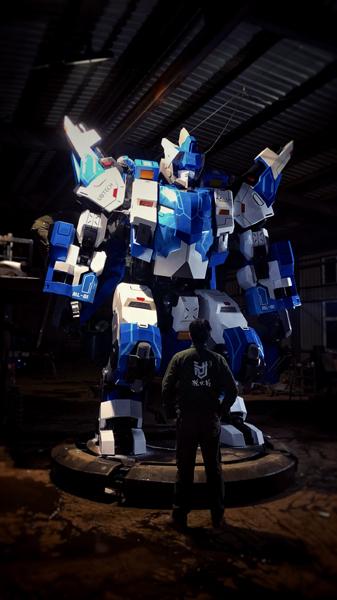 在《铁甲雄心》第二季亮相的仿人形双足巨型机甲,重达5吨,高4.2米,臂展5.6米,体型庞大,却十分灵活