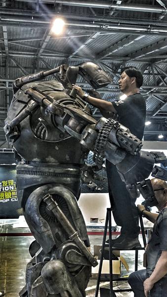 受斯坦李工作室邀请,孙世前担任首届斯坦李动漫宇宙中国展特邀嘉宾,并创作主场机器人Iron Monger