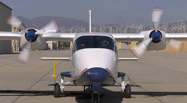 美国航空航天局(NASA)也在主导研发电动飞机。这是近日拍摄的 X-57's Mod II。来源:NASA