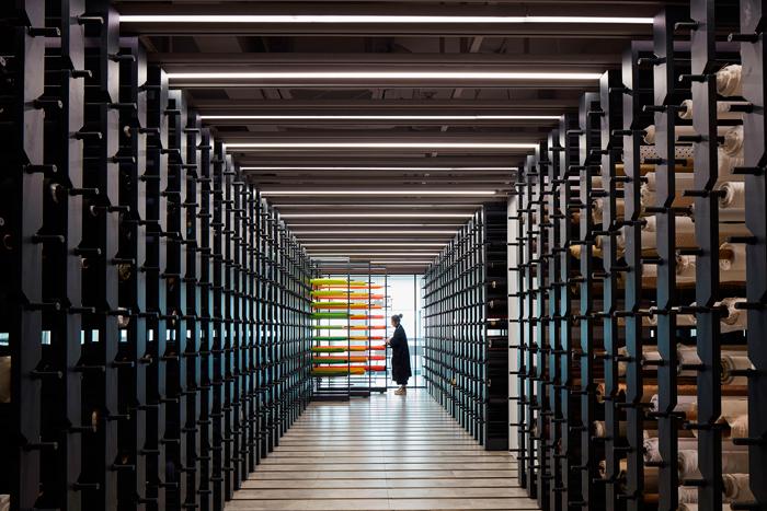 从初建立时的1800多种布料,发展到今天4000多种,布料图书馆不断扩充种类