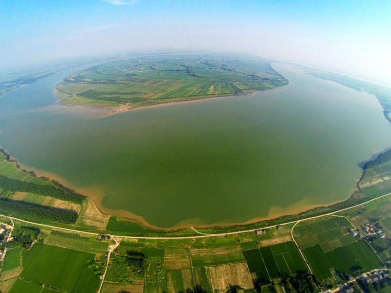 天鹅洲是全球第一个成功的淡水豚类迁地珍惜区,长江流域迄今已发展8个就地珍惜区与3个故道当然珍惜区。  © 陈勇