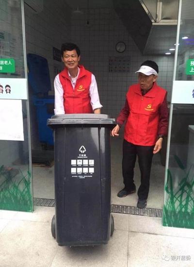 开开大楼的志愿者们。