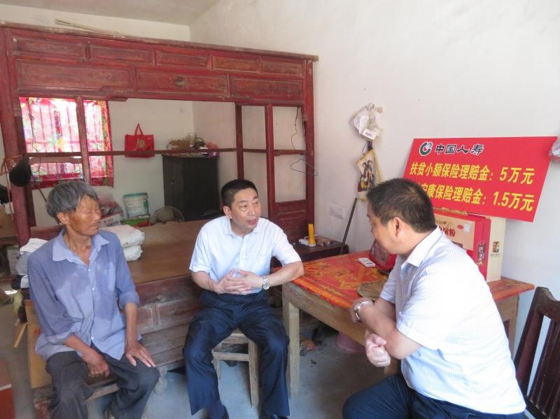 """人寿保险如今在中国已经深入到偏僻乡村,并发展出诸多富有""""中国特色""""的品种。"""