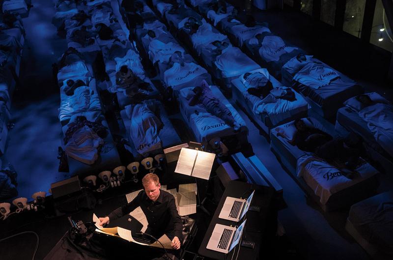 德籍英裔极简主义作曲家马克思·里希特这几年在洛杉矶、奥斯汀、柏林等城市尝试睡眠音乐会。