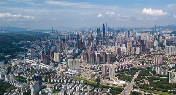 这是2018年8月13日无人机航拍的深圳地区。新华社记者毛思倩摄