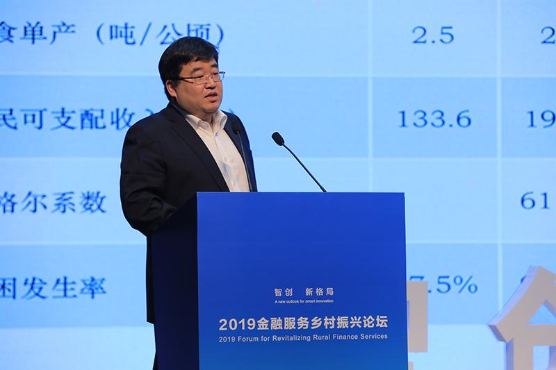 复旦大学经济学院教授、农工党上海财大总支委员李楠发表主旨演讲