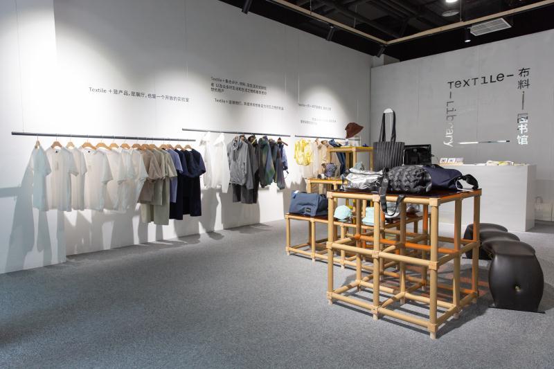 在布料图书馆策划展览中,首次出现的新材料体验馆TEXTILE+