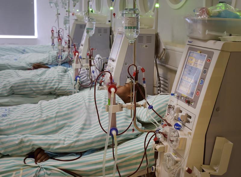 中国血透市场每年的潜在规模高达1000亿元以上,公立血透中心人满为患。  视觉中国图