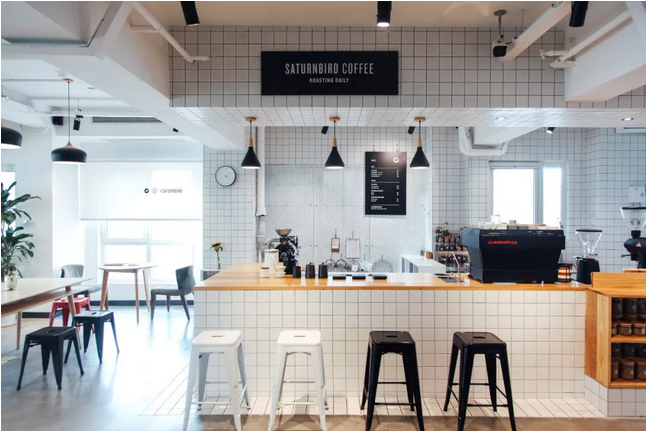 冷萃即溶咖啡是三顿半的护城河之一。在自家平台上发现三顿半这一新品牌后,下厨房App除了给予流量支持外,甚至还提出了一些针对产品风味的改进意见。