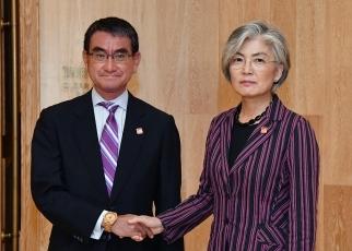 21日的日韩外长双边会谈     来源:日本外务省网站