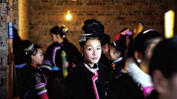 《回家——侗族小黄村春节礼俗志》以东莞打工的贵州侗族乡下小黄村姑娘凤云的生活为线索