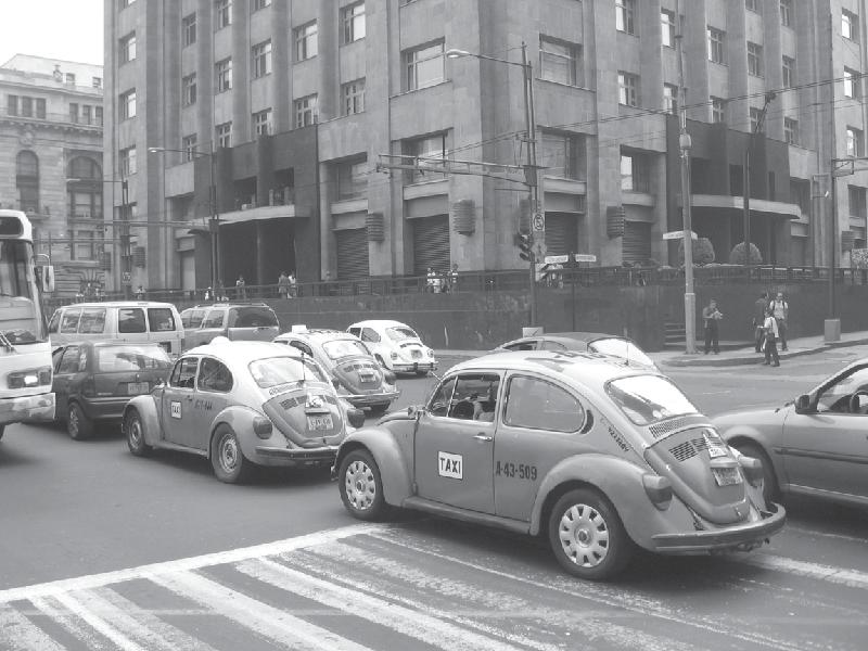 2008年,在墨西哥城的每个街角都能看到90年代的甲壳虫汽车。伯恩·哈德供图