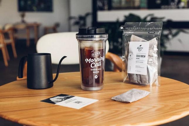 """2015年4月,""""三顿半""""成立,以咖啡产品切入精品咖啡市场。"""