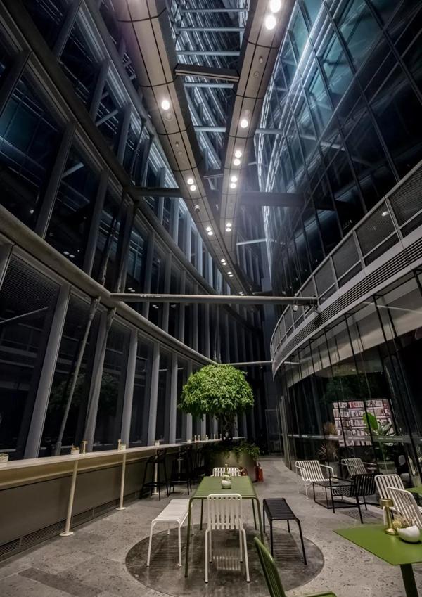 """首次开放的朵云书院旗舰店""""好望北角""""。"""