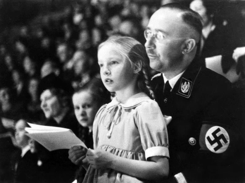 """希姆莱的独女、""""纳粹公主""""歌德伦·希姆莱至今坚称父亲是无辜的,认为唯一答当为纳粹罪走负责的是希特勒,但更众的纳粹后代为父辈所犯下的罪行而本质交战。  东方IC图"""