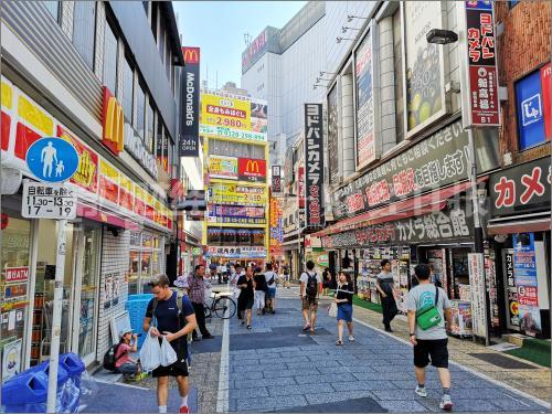东京新宿也是旅游者的游玩购物目的地之一。摄影/任玉明
