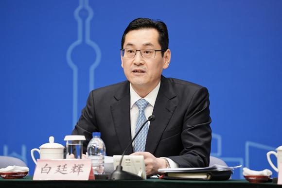 19日下午,上海市政府举行新闻发布会。上海市国资委党委书记、主任白廷辉介绍上海国资国企改革进程。