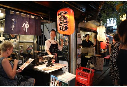 东京的日式居酒屋等小餐厅。新华社图