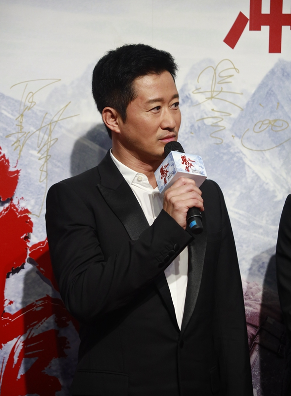 吴军饰演登山队长方五洲。 记者 吴军 摄