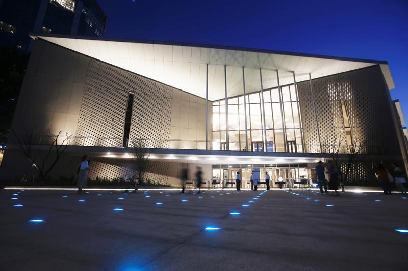 由法国包赞巴克建筑事务所、同济大学建筑设计研究院、徐氏声学等中外团队联合设计的上音歌剧院,是国内首个采用整体隔振技术建造的全浮结构歌剧院。