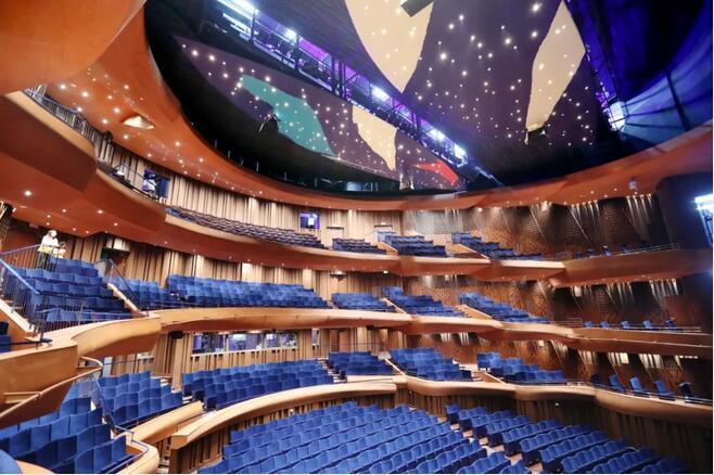 歌剧院观众厅借鉴古典歌剧院的形式呈马蹄形