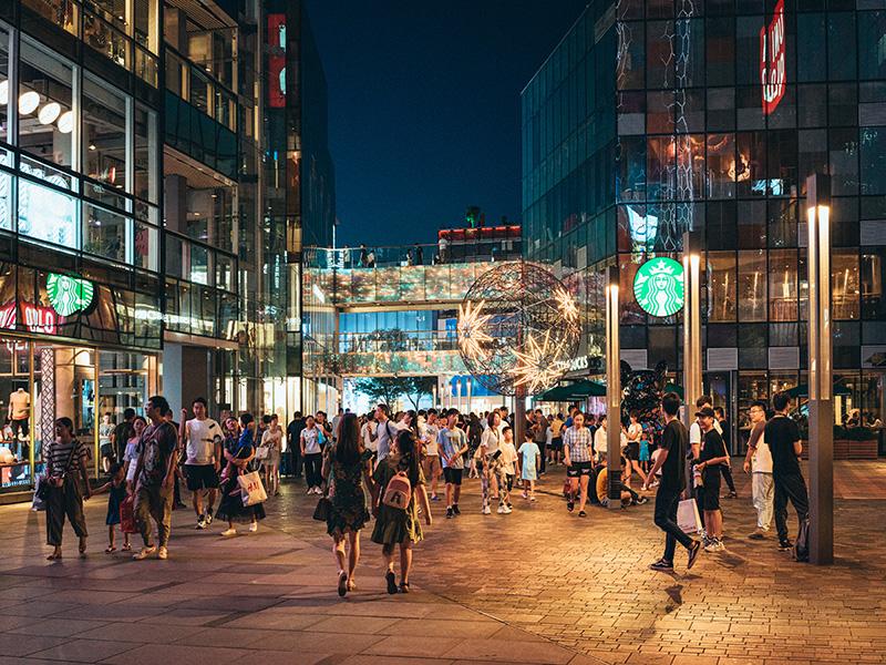当北京文化地标798遇上夜间经济,艺术推进消费升级