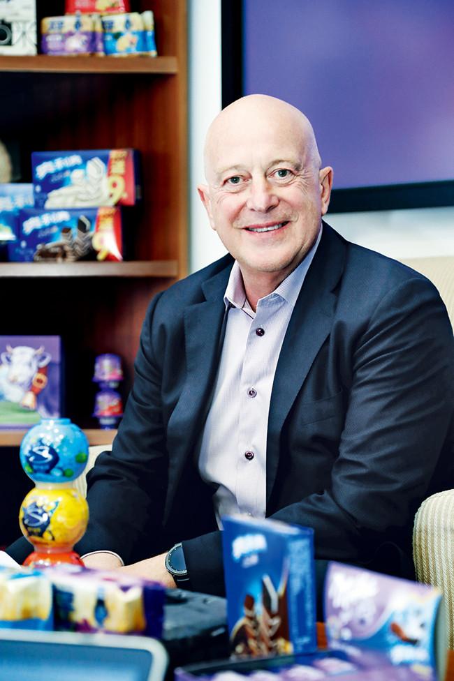 Dirk Van de Put  亿滋国际全球CEO。亿滋国际(Mondelēz International)是美国原第一大食品公司卡夫食品于2012年10月拆分的两家独立上市公司之一。