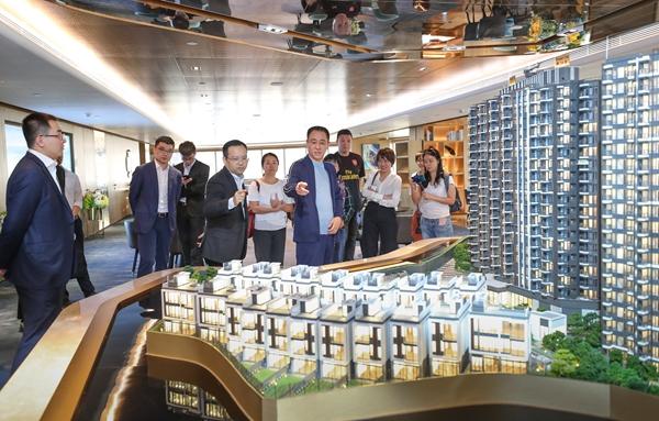 许家印听取恒大香港屯门项现在集体情况汇报